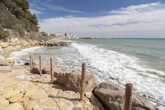 Medelhavs- kusthav, Roda de Bera, Costa Dorada, Catalonia, Royaltyfri Fotografi