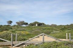 Medelhavs- landskap med den lilla bron royaltyfri foto