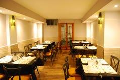 Medelhavs- matsalrestaurang arkivbilder