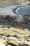 Medelhavs- Pebble Beach och vaggar i Almeria, Spanien Arkivfoton