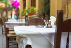 Medelhavs- restaurangterrass Royaltyfria Bilder