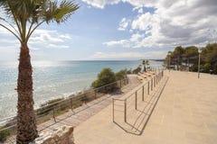 Medelhavs- sikt från utkik i Roda de Bera, Costa Dorada, katt Royaltyfri Bild