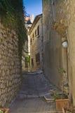 medelhavs- smal gata för stad Royaltyfri Fotografi