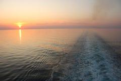 medelhavs- solnedgång för kryssning Arkivbild