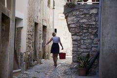 Medelhavs- stad Vrbnik på Adriatiskt havet Arkivbilder