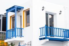 Medelhavs- stil för vit byggnad. Royaltyfri Foto