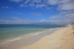 medelhavs- strand Arkivfoto