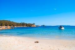 medelhavs- strand Arkivbild