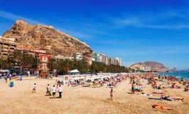 Medelhavs- strand i Alicante Arkivbilder