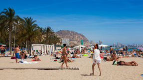 Medelhavs- strand i Alicante, Spanien Royaltyfria Foton