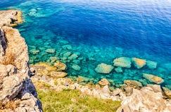 Medelhavs- strand i Milazzo, Sicilien Fotografering för Bildbyråer