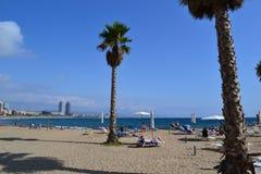 Medelhavs- strand La Playa de la Barceloneta - Barcelona Spanien arkivbilder