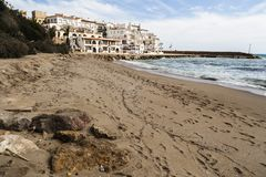 Medelhavs- strand, Roc San Gaieta, Roda de Bera, Costa Dorada, Arkivfoto