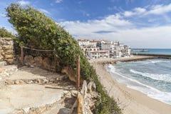 Medelhavs- strand, Roc San Gaieta, Roda de Bera, Costa Dorada, Fotografering för Bildbyråer