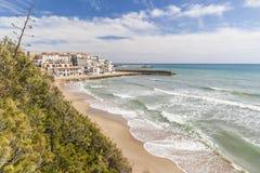 Medelhavs- strand, Roc San Gaieta, Roda de Bera, Costa Dorada, Royaltyfria Foton