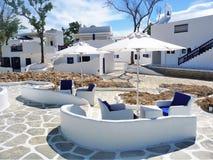 Medelhavs- themed vardagsrum och hus royaltyfri fotografi