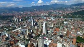 Medellin, Κολομβία - τον Οκτώβριο του 2017 - εναέρια πυροβοληθείσα κεντρική πόλη απόθεμα βίντεο