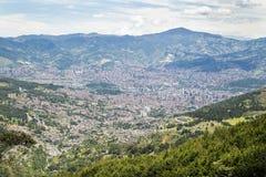 Medellin, Antioquia/Колумбия - 10-ое августа 2018 Взгляд города Medellin город ` s Колумбии второй по величине с населением стоковое фото rf