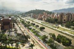 Medellin, Antioquia/Колумбия - 16-ое декабря 2016 Парки Рио и панорамный взгляд города стоковые изображения