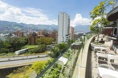 Medellin, Antioquia/Kolumbien - 7. Oktober 2018 Allee EL Poblado, wichtige Hauptstraße der Stadt stockbild