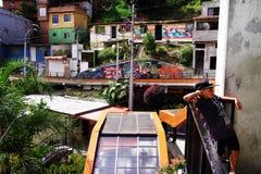 MEDELLIN, COLÔMBIA, O 15 DE AGOSTO DE 2018: Distrito famoso 13 de Medellin, vista do monte imagens de stock royalty free
