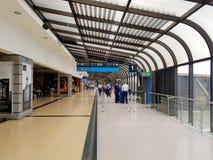 Medellin, Colombia 05 05 2019: Binnenland of binnenkant van de luchthaven Jose Maria Cordova in de zwarte van Rio, met internatio royalty-vrije stock foto