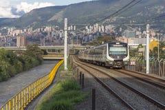 Medellin, Colombia 18 Februari, 2017 Metro massadoorgang in de stad Stock Foto