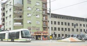 Medellin - la Colombie le 26 mai 2016 Le tram Medellin est un chemin de fer de moyen de transport, un passager électrique urbain  Image libre de droits