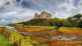 Medeltida ö för fästningDunvegan slott av Skye, Skottland Arkivbilder