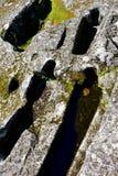 Medeltida anthropomorphic gravvalv som grävas i sten Sarmiento slott, Ribadavia, Spanien arkivfoton