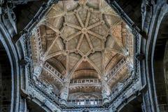 Medeltida arkitektoniska bågar inom domkyrkan av Ourense in fotografering för bildbyråer