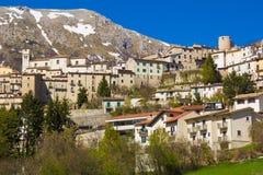 Medeltida by av Barrea i Abruzzo Arkivfoton