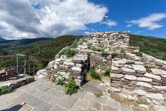 Medeltida befästning av fästningen för Asen ` s, Asenovgrad, Bulgarien Royaltyfria Foton