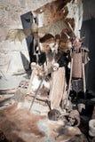 Medeltida biskopsstol med svärdet på det och djura hudar på jordningen Fotografering för Bildbyråer