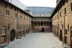 Medeltida borggård av klockstapeln i Bruges, Belgien Arkivbild