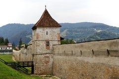 Medeltida Brasov befästningar, Rumänien Royaltyfria Bilder