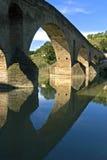 Medeltida bro, flod Arga, Puente de la Reina Arkivbild