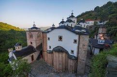 Medeltida byggnad i klosterSt Joachim av Osogovo, Kriva Palanka, Republiken Makedonien Arkivbilder