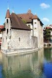 Medeltida byggnad i staden av Annecy i Frankrike Arkivbild