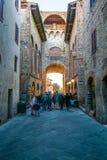 Medeltida byggnader i den italienska kullestaden av Assisi, Umbria, Italien Arkivbild