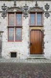 Medeltida byggnadsveere Nederländerna Framdel av ett stenhus Mitt åldras arkitektur Royaltyfria Bilder