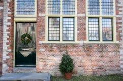 Medeltida byggnadsveere Nederländerna Framdel av ett stenhus Mitt åldras arkitektur Royaltyfri Bild