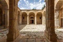 Medeltida byzantine kyrklig inre i stad för El Kef royaltyfria bilder