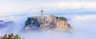 Medeltida Civita di Bagnoregio, Italien Arkivfoton
