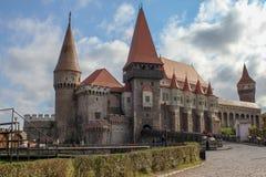 Medeltida Corvin slott royaltyfria foton