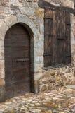 Medeltida by-, dörr- och fönsterträantikvitet Royaltyfria Bilder