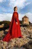Medeltida dam i rött royaltyfria foton