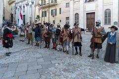 medeltida deltagare för dräkt royaltyfria bilder