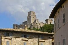 Medeltida fästning, Assisi, Italien royaltyfria bilder