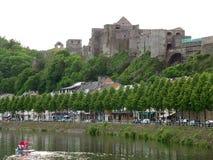 Medeltida fästning av buljong på bergstoppet av buljong, Belgien arkivbilder